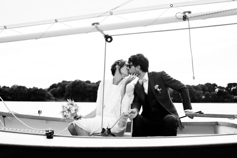 Photo de mariés sur bateau en Provence